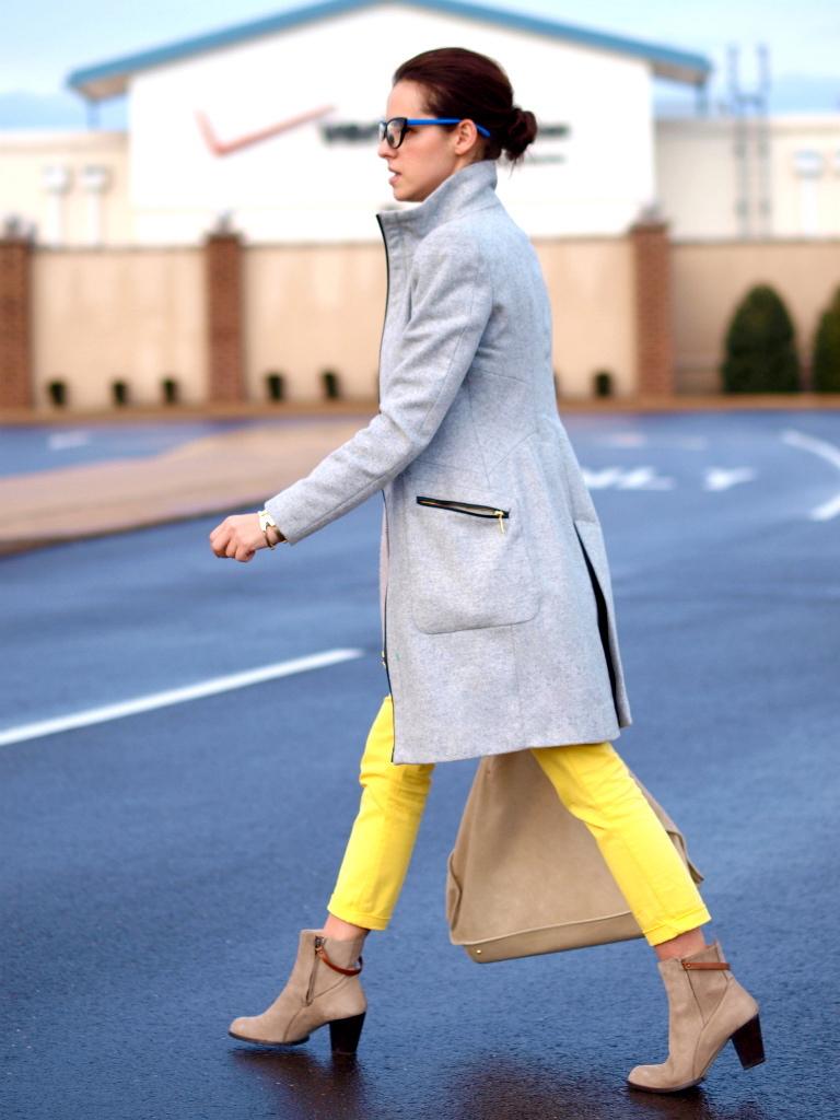 street style, yellow oants, grey coat, bittersweet colours