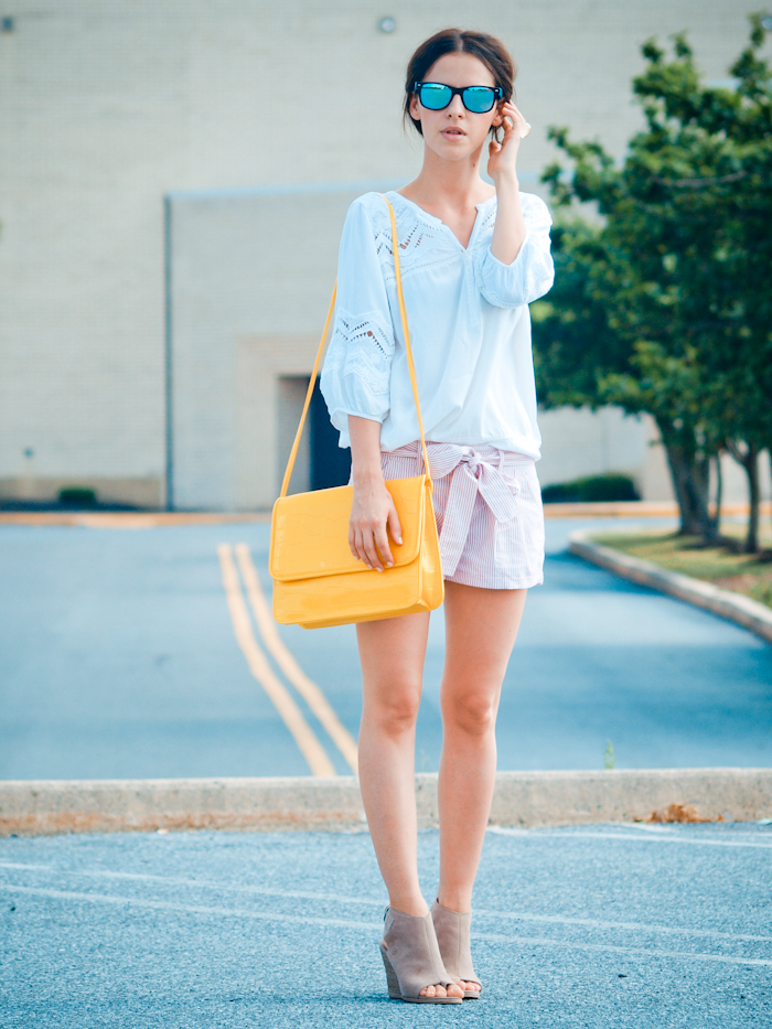 bittersweet colours, street style, casual look, vintage clutch,