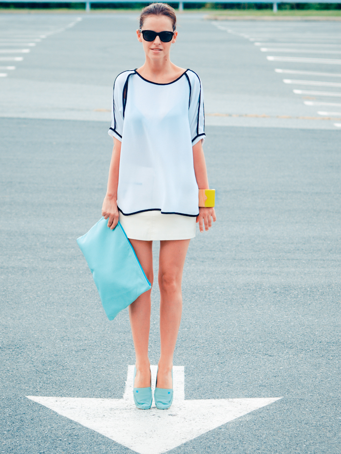 bittersweet colours, street style, white jeans, casual look, american apparel clutch,