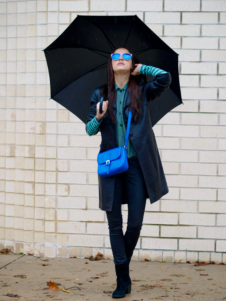 leather trench, bittersweet colours, street style, mirrored sunglasses, street style,