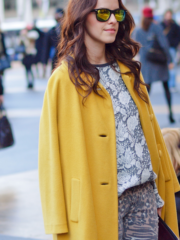 bittersweet colours, colorful coats, yellow coat, 3.1 phillip lim bag,  mango sweatshirt, nyfw, lincoln Center nyfw, street style, prints, fall trends, guess jeans,