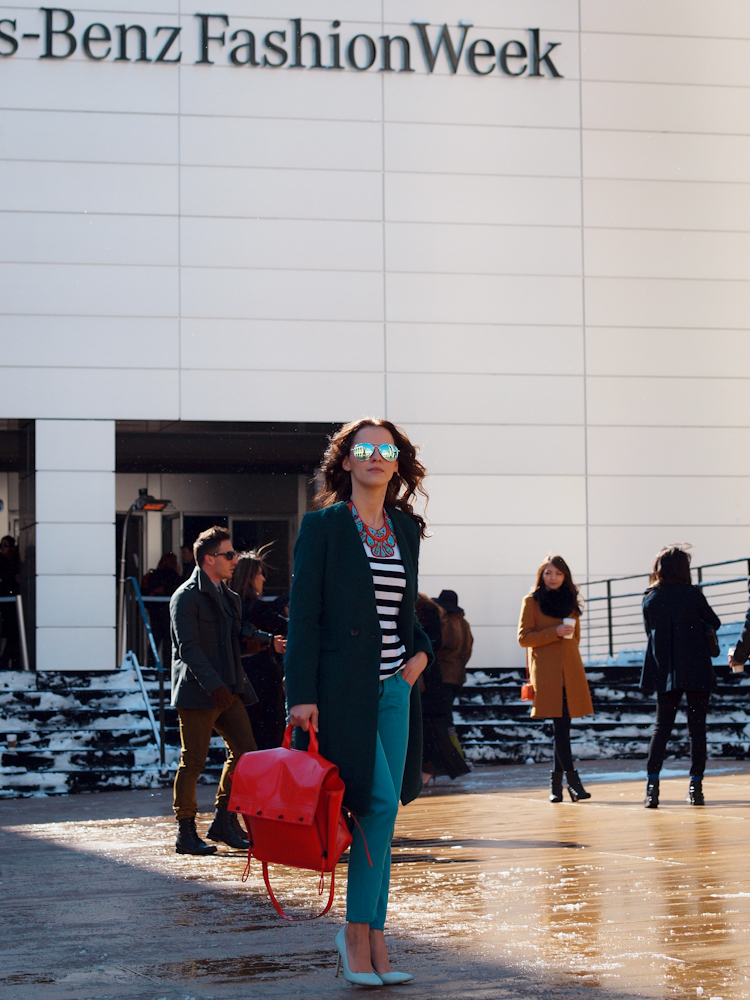 bittersweet colours, nyfw, lincoln Center nyfw, nyfw street style, 3.1 phillip lim bag, colorful coats, emerald coat, stripes, fall trends, mirrored sunglasses, nyfw street style,