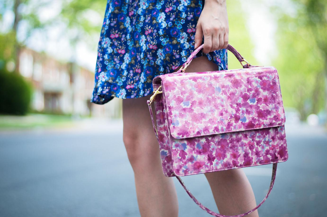 bittersweet colours, floral patterns, shirt dress, platform sandals, oak79 bag, floral bag, summer dress, summer trends, ray ban, nude sandals, street style