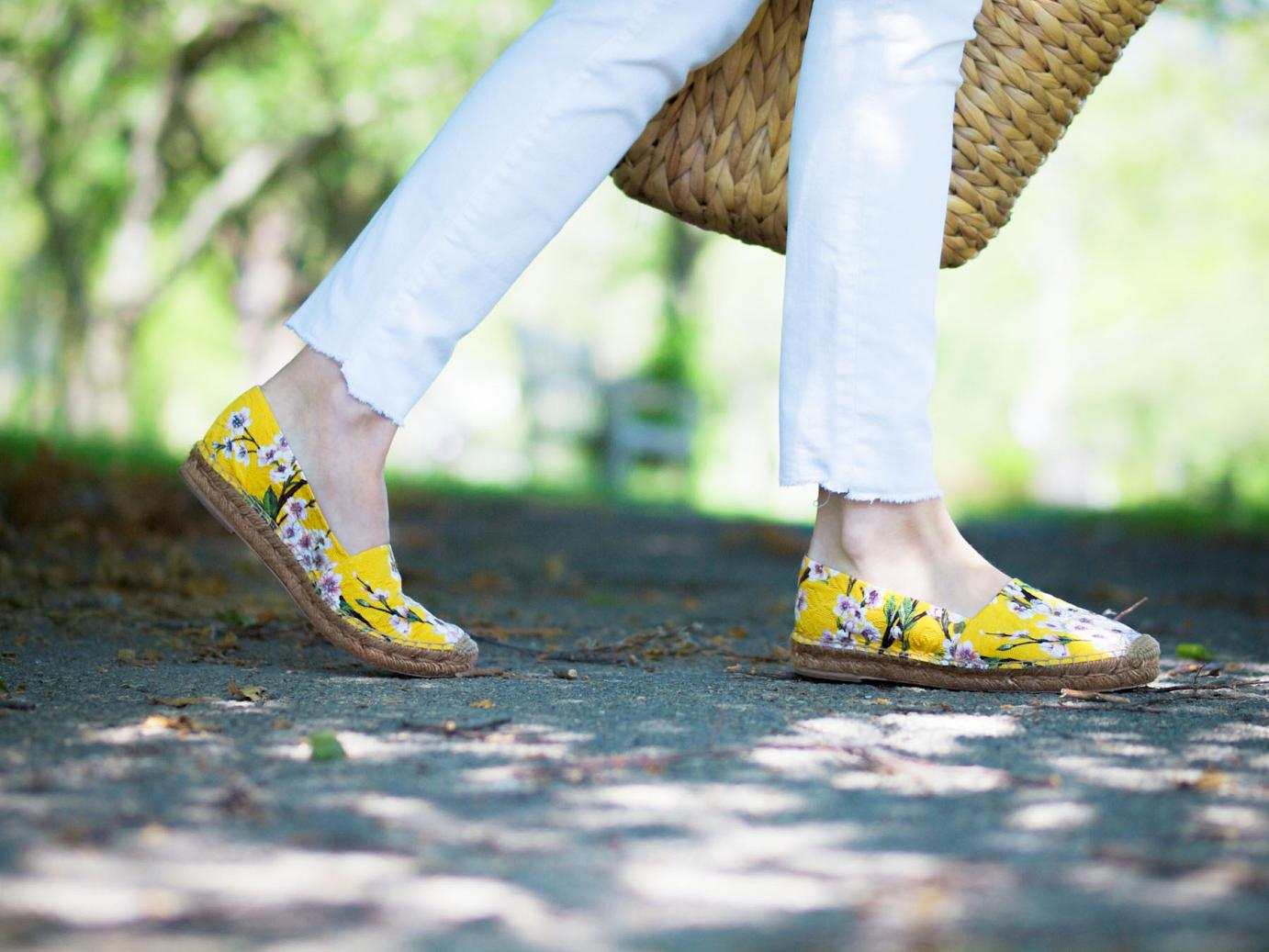 bittersweet colours, dolce & gabbana espadrilles, floral espadrilles, summer shoes, white on white, straw bag, mirrored sunglasses, silvano apparel sunglasses, summer, street style,