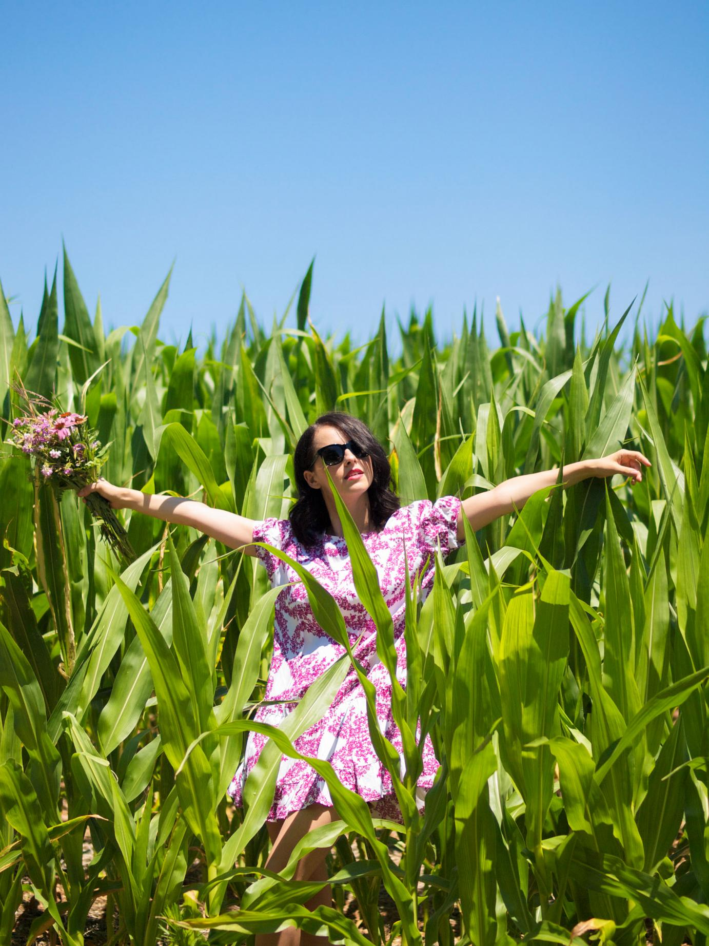 bitterswee tcolours, weekend look, floral dress, summer style, corn field, wild flowers, zara sandals, pink, en plein air, H&M dress, summer dress,