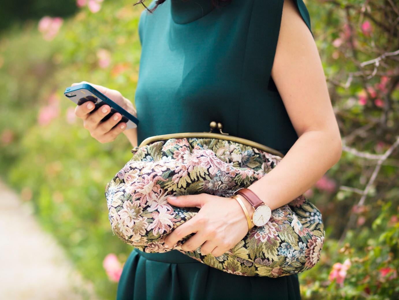 bittersweet colours, emerald green trend, vintage clutch, dolce gabbana espadrilles, floral espadrilles, neoprene dress, prada sunglasses, street style, emerald green