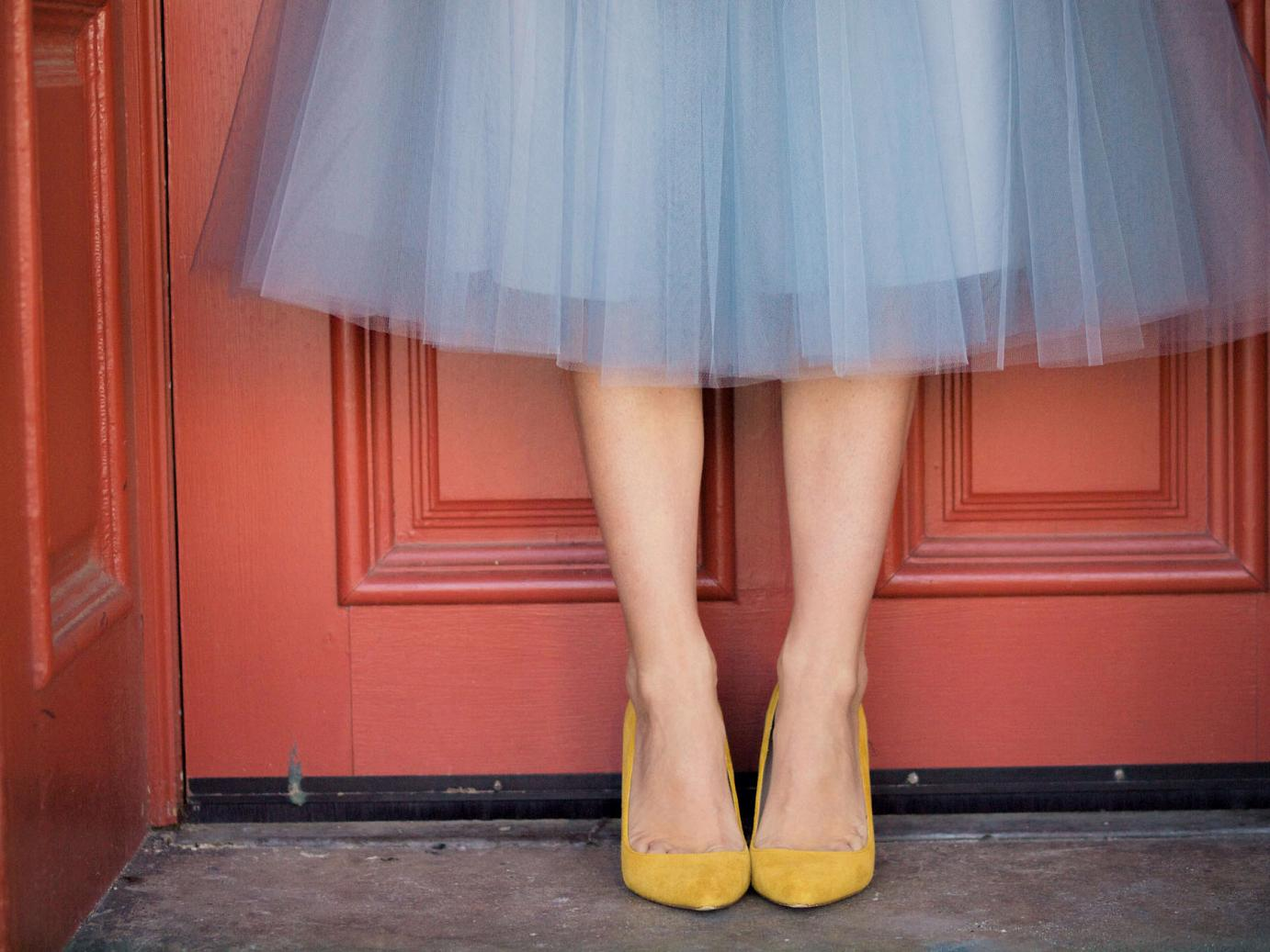 bittersweet colours, tulle skirt, alexandra grecco, monochrome, yellow shoes, eye cat sunglasses, asos, street style, tutu skirt, DEGAS inspired, grey outfit,