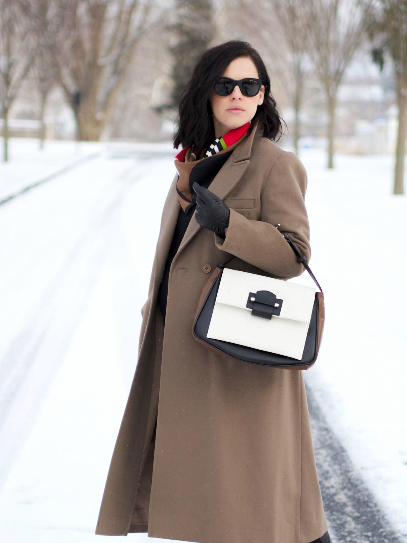 bittersweet colours, street style, winter street style, camel coat, menswear inspired, minimalism, dior scarf, vintage, stan smith adidas, sneakers trend, maternity style,